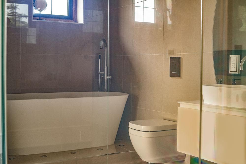 Switchable Glass Bathroom On